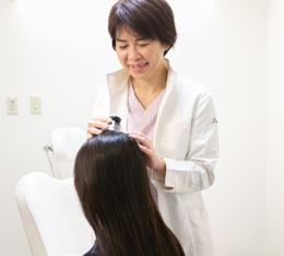 毛髪治療の様子